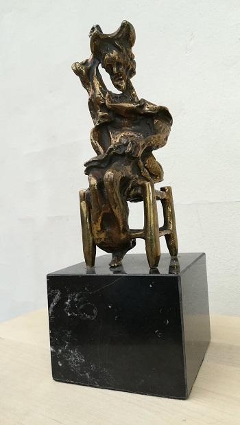 """Billede af Salvador Dali bronzeskulpturen """"Don Quixote Siddende"""" nr. 50 / 350"""